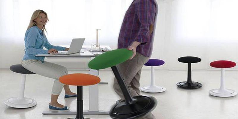 Sedie operative per l 39 ufficio con regolazioni necessarie for Sgabelli per ufficio